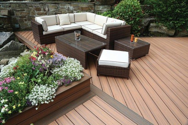 Outdoor seating area using Trex Transcend