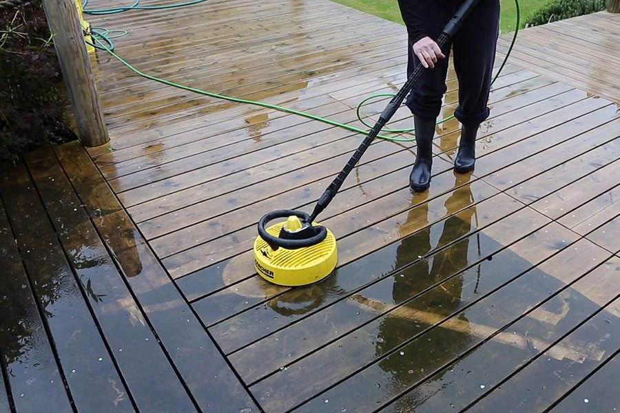 Cleaning a timber deck with a power washer