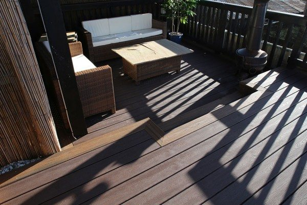 Sunken seating area using Trex Transcend composite decking in Vintage Lantern
