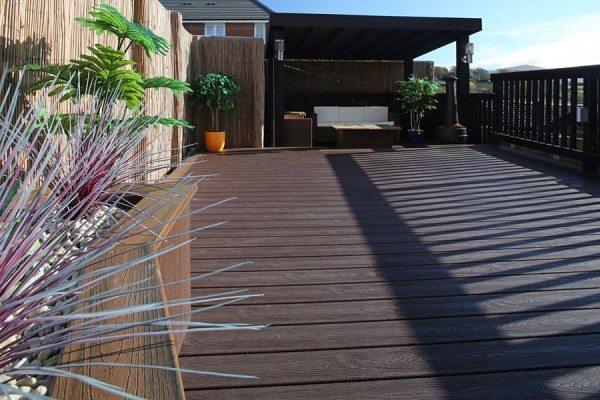 Entertaining area using Trex Transcend composite decking in Vintage Lantern
