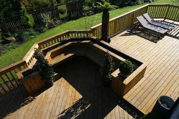 Add deck planters into your decking design