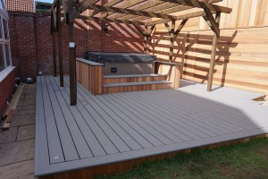decking with spa centrepiece