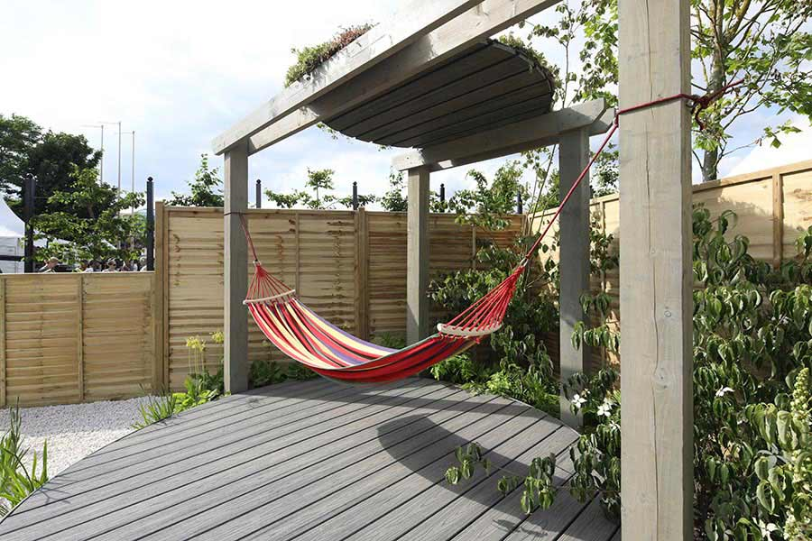 Circular deck in Trex Transcend Island Mist by Halcyon Days Garden Designs