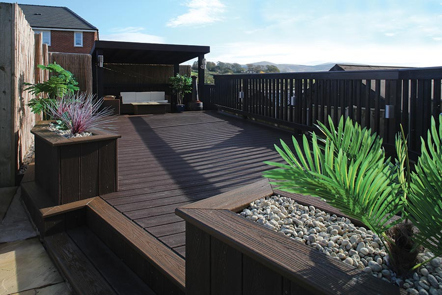 Lounge area using Trex Transcend decking in Vintage Lantern