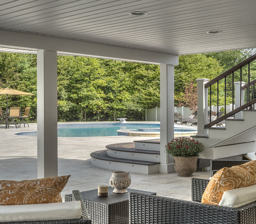 garden with trex® curved steps facing a swimming pool