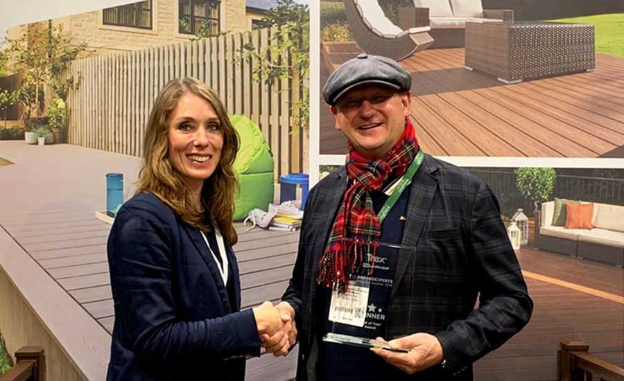 Winner of Arbordexperts award shaking hands with Sarah Francis