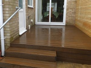 Enclosed decking area with stairs