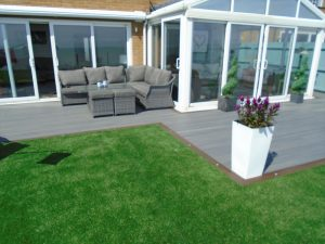 Trex deck seating area using different colour board edging