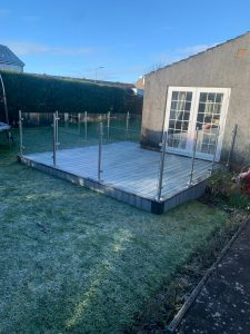 Small Trex deck with clear glass railings