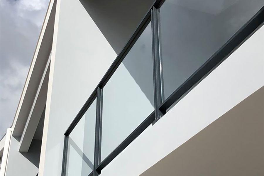 Aluminium glass railing on a white concrete balcony