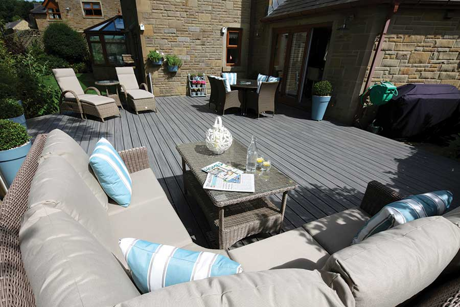 Trex island Mist deck with sofa and chairs