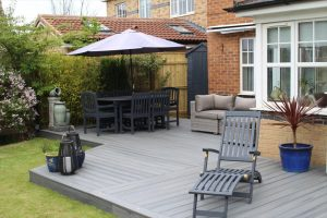 Grey Trex deck with dining area